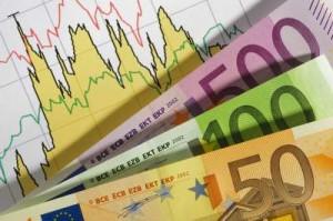 Afbeelding van beurskoersen met briefgeld op het papier met beurskoersen.